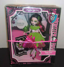 Monster High DRACULAURA Scary Tales Doll SNOW BITE Scarily Ever After NEW 2012