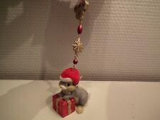 Figurine à suspendre, PANPAN avec un cadeau rouge,  de DISNEYLAND PARIS