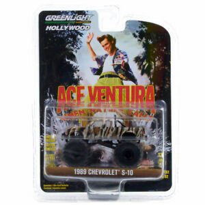 Greenlight Hollywood Series 32: Ace Ventura 1989 Chevy S-10 4x4 1/64 Scale
