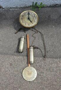 Uhrwerk einer antiken Standuhr ART DÉCO um 1920 mit Pendel und Gewichten Messing