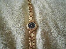 analoge goldene Damen Armbanduhr von Emes mit Edelstahlarmband