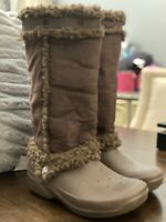 Crocs Nadia Boots Women Size 6W Brown Faux Suede Rubber Shearling Faux Fur Snow.