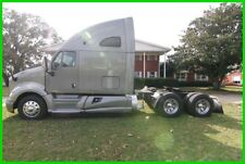 2013 KENWORTH T700, 75 IN SLEEPER, AIR RIDE, PACCAR MX 455, NEW TIRES, 10 SPEED!