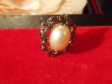 Vintage Ring pearl and antique gold finish adjusts size