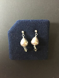 A0952 A Pair of Grey Freshwater Pearl Earrings With Crystal Detail