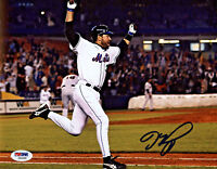 Mike Piazza Signed 8x10 New York Mets Photo - MLB HR Celebration PSA/DNA COA