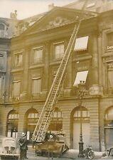 PARIS 1957 - Pompiers Camion Grande Échelle  Place Vendôme - PR 43