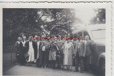 (F5034) Orig. Foto Personengruppe am Autobus, Ausfahrt vor 1945