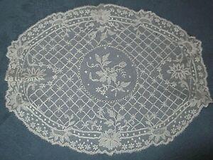 Linge ancien Napperon Tulle Brodé ( 25 x 20 cms )