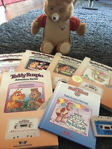 Vintage 1985 Teddy Ruxpin Talking Bear WORLD OF WONDERS With 6 Tapes & 6 Books