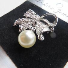 SMALL VINTAGE STYLE 40s 50s  60s  SILVER DIAMANTÉ PEARL MARCASITE BOW BROOCH new