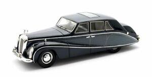 Daimler DK400 Stardust (1954) Resin Model Car 50402-041