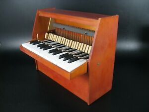ANCIEN PIANO JOUET  25 TOUCHES  TOY GOLDON MADE IN GDR  70