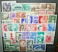 ITALIA REPUBBLICA 40 FRANCOBOLLI DIFFERENTI MH* LOT ANNI 50 (CAT.7)
