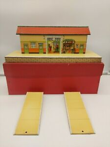 """HORNBY """"O"""" TINPLATE  MODEL  No.3   """" STATION """"   WITH RAMPS"""