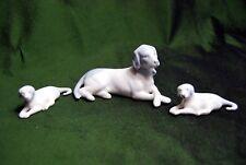 STATUETTES famille de 3 chiens PORCELAINE ALLEMANDE signée fin XXe