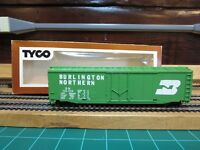 "TYCO 339E Ho Scale 50' Plug Door Boxcar ""Burlington Northern"" Hook Horn Couplers"