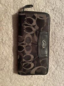coach black and gray signature zip wallet