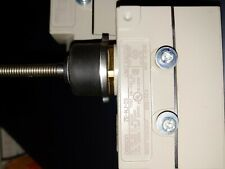 OMRON Enclosed Limit Switch, ZE-NJ-2S.