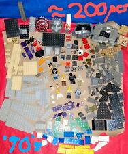 1+ Pounds Vintage Star War's Lego loose pieces and Figures. Over 200 pcs. �