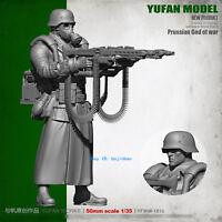 1/35 German Soldier Holding Machine Gun Unpainted Resin Model Kit YuFan Model GK