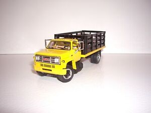 DCP FIRST GEAR 1/64 YELLOW CAB BLACK STAKE SIDE GMC 6500 SINGLE AXLE TRUCK