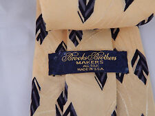 Brooks Brothers Yellow All Silk Tie with geometric Leaf cube feather design USA