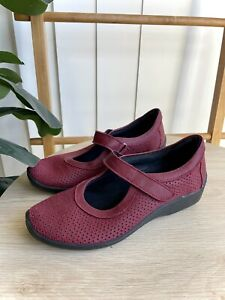 Arcopedico Women's Red Perforated Shoes Size 37