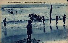 CPA  Au Bord de l'Ocean - Mer houleuse - Baigneurs á la Corde  (636838)