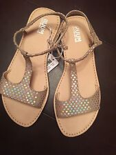 Girls RUUM American Kid's Wear Sandals Beige With Silver Stars Size 1. NWT $35