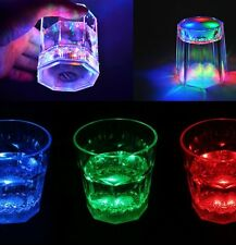 Pack 2 pz di bicchiere da cocktail 177 ML luminoso LED multicolore batterie inc.