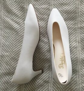 Women's Size 8.5 Vintage White Undyed NEW NEVER WORN Dyeables II Classic Heels