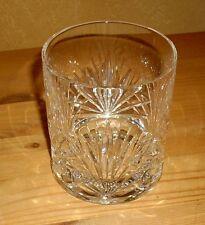 1 Whiskeyglas,  mit aufwändigem Dekor,  Kristall