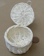 Large Wicker Basket 5.5cm x 4cm Tumdee Dolls House Hamper With Opening Lid Zk