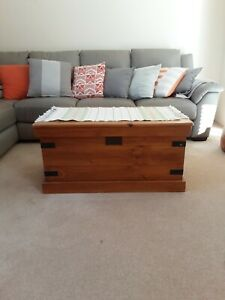 Trunk blanket box pine