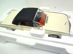 Ford 1962 Thunderbird Sports Roadster White Danbury Mint 1:25 scale die cast DM
