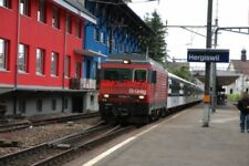 PHOTO  SWITZERLAND 2006   BRUNIG LOCO NO 101968-6 AT HERGISWIL  RAILWAY STATION