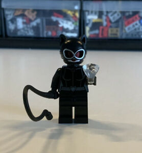 LEGO DC Super Heroes - Catwoman (Red Goggles) Minifigure W/ Whip And Gem - 76122