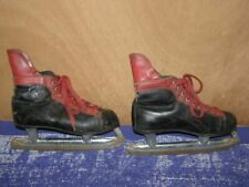 Ancienne paire de patins à glace Made in Canada, taille 40