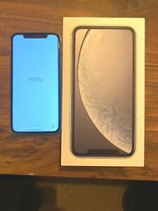 iPhone XR. 128GB. White. Great Condition, Small Glitch When On Black Screen