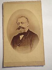 alter Mann mit Brille im Anzug - Portrait - ca. 1860/70er Jahre / CDV
