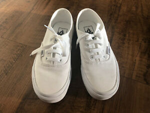 WOMENS WHITE VANS OFF THE WALL LOW TOP TRAINERS UK SIZE 2.5. Great Condition