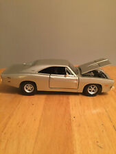 Maisto 1/25 Scale Model Car - 1969 Dodge Charger R/T - Silver Champagne