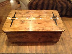 Maxi Morbihan storage coffee table