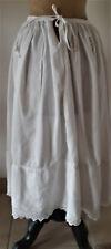 Vêtement ancien - Jupon ancien borderie anglaise-lacet pour fermeture - blanc
