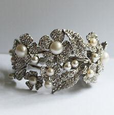 Butler et Wilson CRISTAL PERLE FLEUR BOUTON DE MANCHETTE brcelet Bracelet