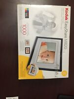 """Kodak EasyShare M820 8"""" Digital Picture Frame 128MB Stores Up To 1000 Photos"""