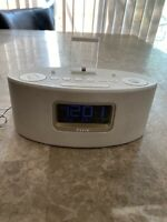 iHome iDL46 Dual Charging Stereo FM Clock Radio with Lightning Dock