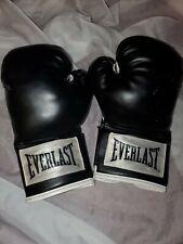 New Everlast Black White Punching Bag Boxing Gloves 12oz