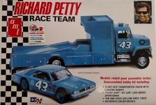 AMT1072 - Richard Petty Race Team - Truck & Car Set 1/25 Scale Plastic Model Kit